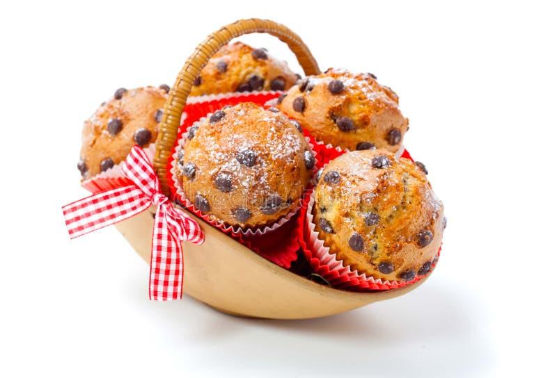 Muffins σε ένα καλάθι στοκ φωτογραφίες