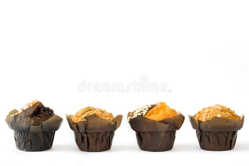 Muffins die op witte achtergrond worden geïsoleerde stock afbeelding