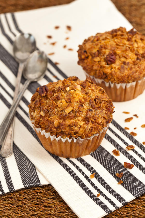 Muffins Granola ροδάκινων στοκ εικόνες
