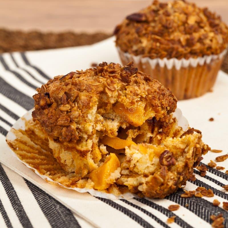 Muffins Granola ροδάκινων στοκ φωτογραφίες