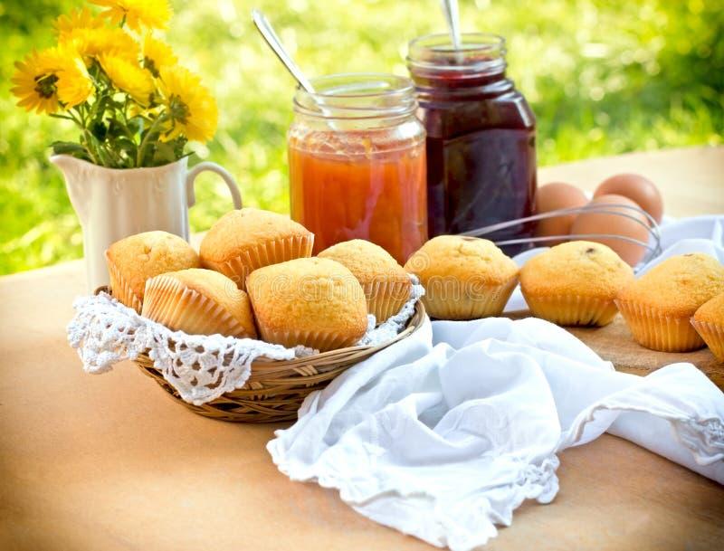 Muffins heerlijke cake stock foto's