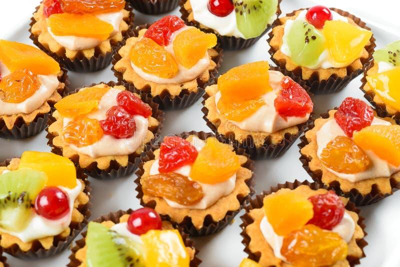 Muffins met fruit stock afbeeldingen