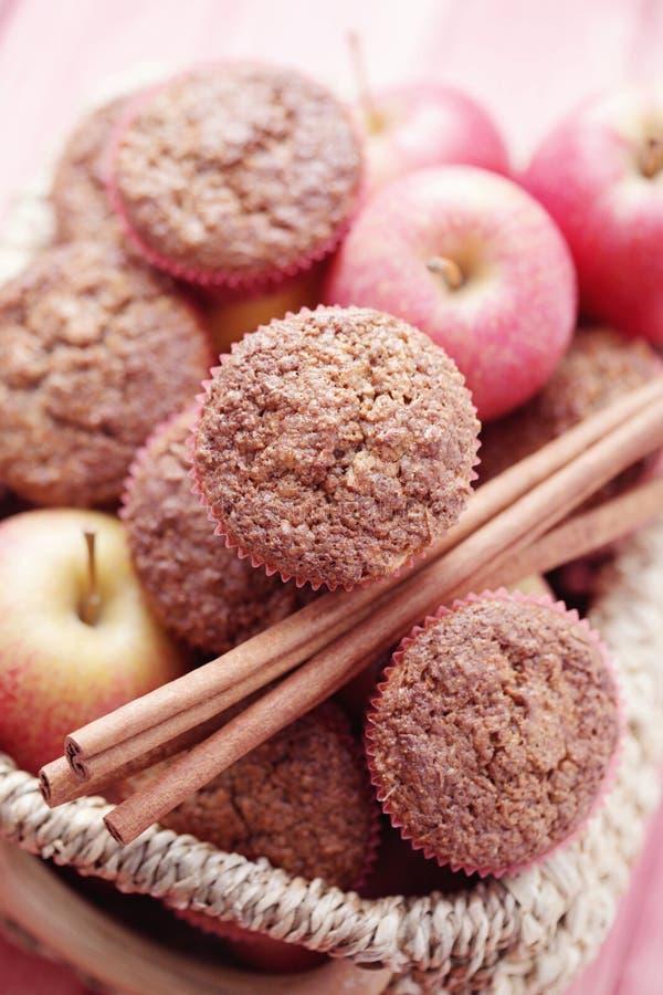 Muffins mit Apfel stockfoto