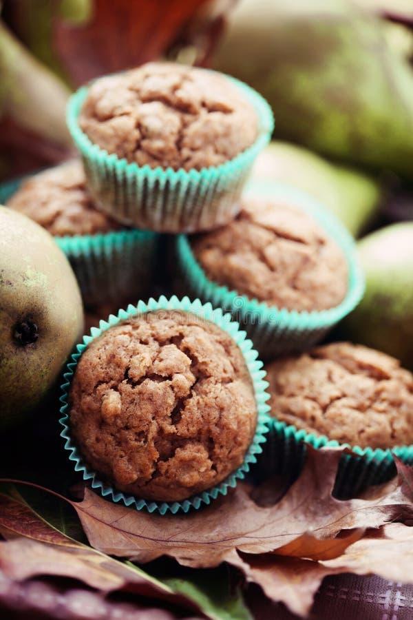 Muffins mit Birne stockbilder