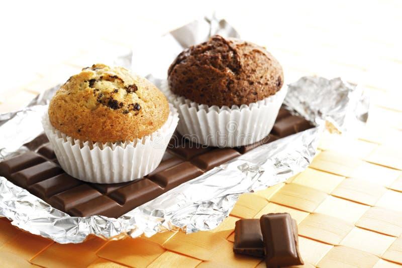 Muffins na czekoladowym barze zdjęcie royalty free
