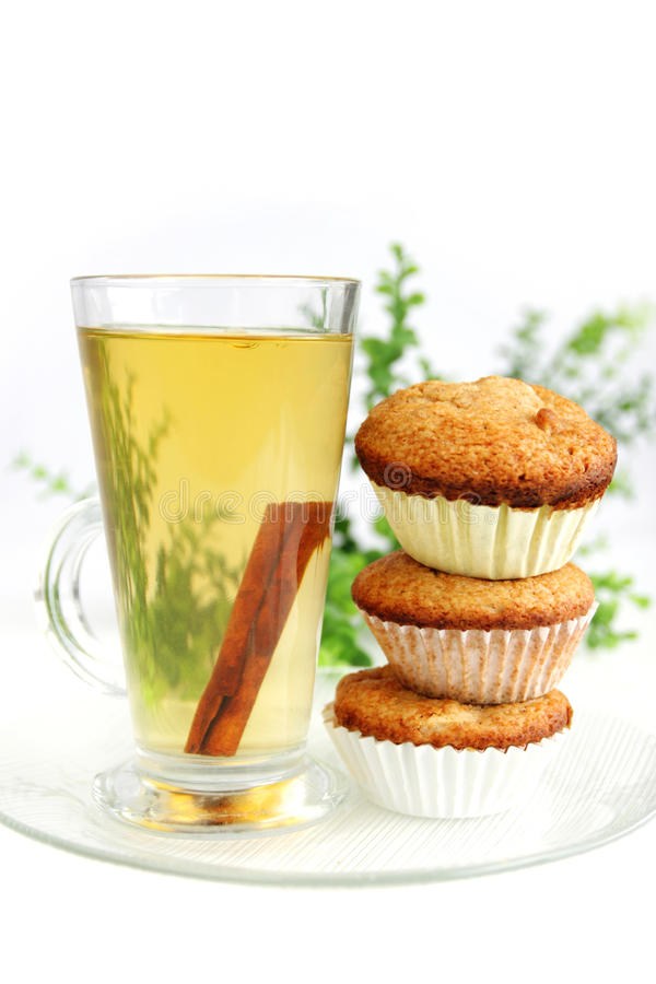 Muffins und Apfelsaft stockbild