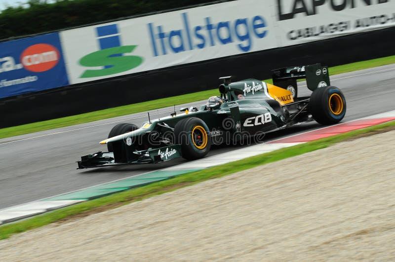 MUGELLO,意大利- 2012年5月:Caterham F1队的Rodolfo冈萨雷斯赛跑在一级方程式赛车队测试天期间在5月的Mugello电路 免版税库存图片