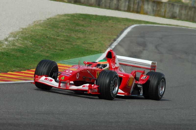 MUGELLO, ΤΠ, το Νοέμβριο του 2007: άγνωστο τρέξιμο με σύγχρονο Ferrari F1 κατά τη διάρκεια Finali Mondiali Ferrari 2007 στο κύκλω στοκ εικόνες