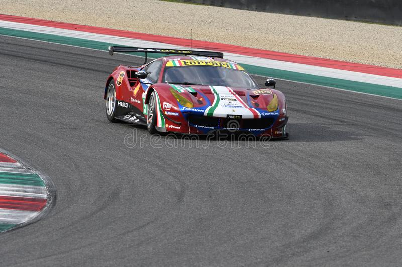 MUGELLO, INFORMATIQUE, OCTOBRE 2017 : GTE de Ferrari 488 conduit par Davide Rigon et Sam Bird dans l'action au circuit de Mugello image libre de droits