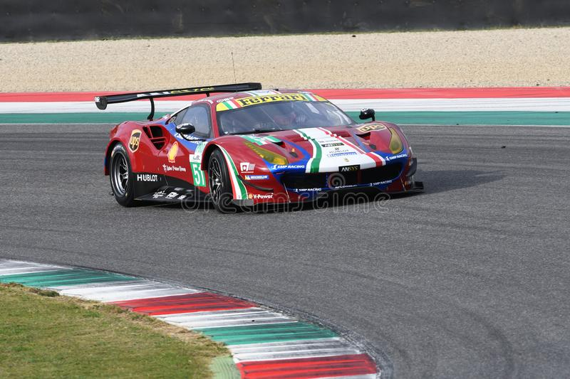 MUGELLO, INFORMATIQUE, OCTOBRE 2017 : GTE de Ferrari 488 conduit par Davide Rigon et Sam Bird dans l'action au circuit de Mugello photographie stock libre de droits