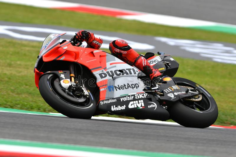 MUGELLO - ITÁLIA, O 1º DE JUNHO: Cavaleiro Michele Pirro da equipe de Ducati do italiano durante a sessão de prática em GP 2018 d fotos de stock