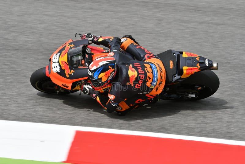 Mugello - ITÁLIA, O 1º DE JUNHO: Fábrica britânica de Red Bull Ktm que compete Team Rider Bradley Smith durante a sessão de práti fotografia de stock