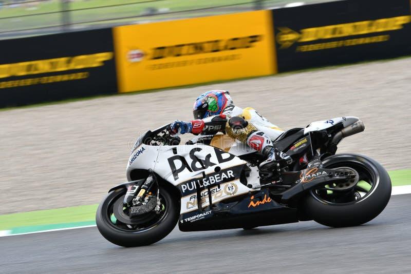 Mugello - ITÁLIA, O 2 DE JUNHO: Checo Ducati Angel Nieto Team Rider Karel Abraham durante a sessão de qualificação em GP 2018 de  imagem de stock royalty free