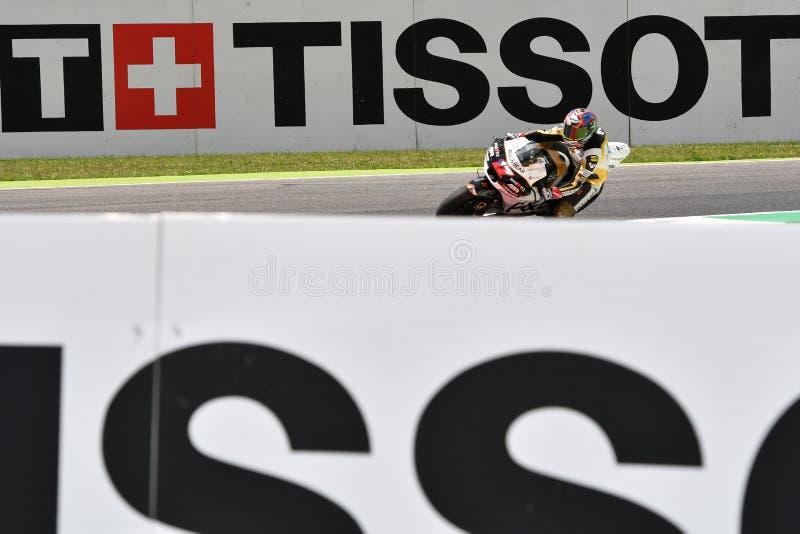Mugello - ITÁLIA, O 2 DE JUNHO: Checo Ducati Angel Nieto Team Rider Karel Abraham durante a sessão de qualificação em GP 2018 de  imagens de stock royalty free