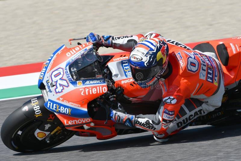 MUGELLO - ITALIË, JUNI: Italiaanse Ducati-Teamruiter Andrea Dovizioso tijdens Kwalificerende zitting bij 2018 GP van Italië van M stock foto's