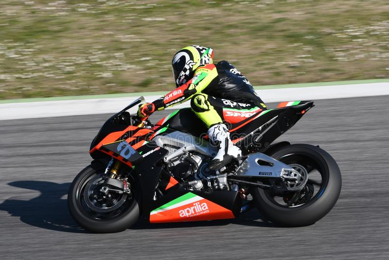 Mugello - ITALIA, EL 23 DE MARZO: Andrea Iannone en la acción durante los días 2019 de Aprilia en el circuito de Mugello en Itali imagenes de archivo