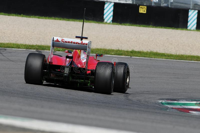 MUGELLO, ITALIE 2012 : Felipe Massa de l'équipe de Ferrari F1 emballant au Formule 1 Teams des jours d'essai au circuit de Mugell photos stock