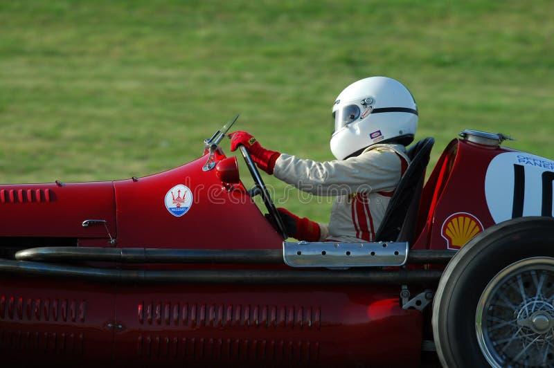 MUGELLO, ITALIE - 2007 : L'inconnu fonctionnent avec des voitures de Maserati Grand prix de vintage sur le circuit de Mugello à l photos libres de droits