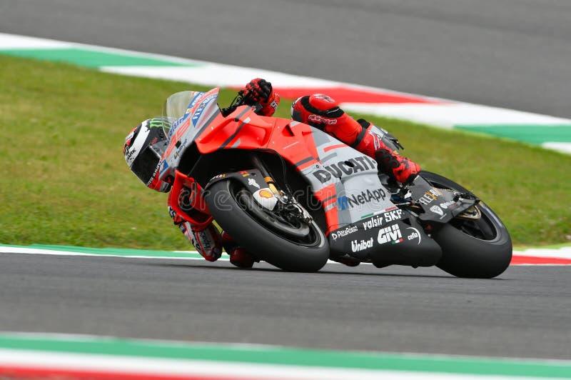 MUGELLO - ITALIE, LE 1ER JUIN 2018 : Cavalier Jorge Lorenzo d'équipe de Ducati d'Espagnol pendant la pratique au généraliste 2018 images stock