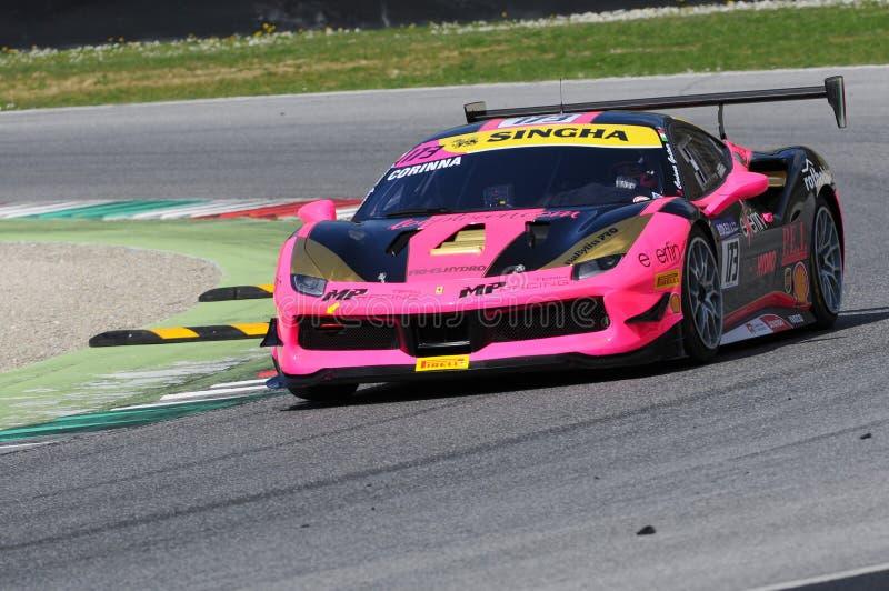MUGELLO, ITALIE - 23 mars 2018 : Défi de Ferrari 488 d'entraînement de Corinna Gostner pendant la session pratique chez Mugello photo libre de droits