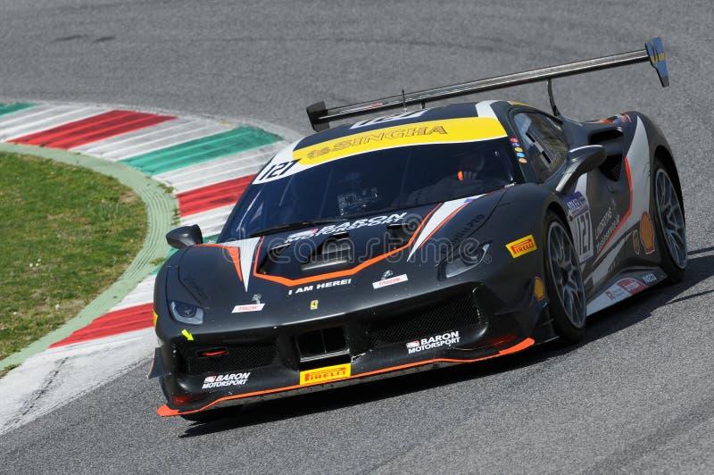 MUGELLO, ITALIE - 23 mars 2018 : Défi de Ferrari 488 d'entraînement de Tommy Lindroth pendant la session pratique chez Mugello images stock