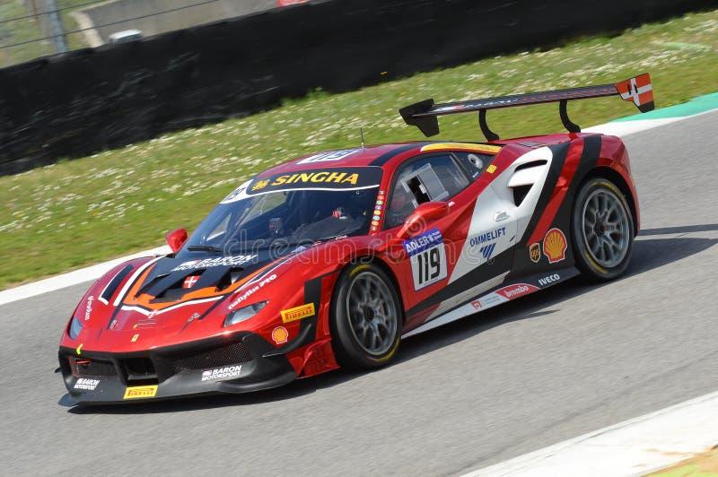 MUGELLO, ITALIE - 23 mars 2018 : Par défi de Ferrari 488 d'entraînement de Nielsen pendant la session pratique de #1 rond de défi photos stock