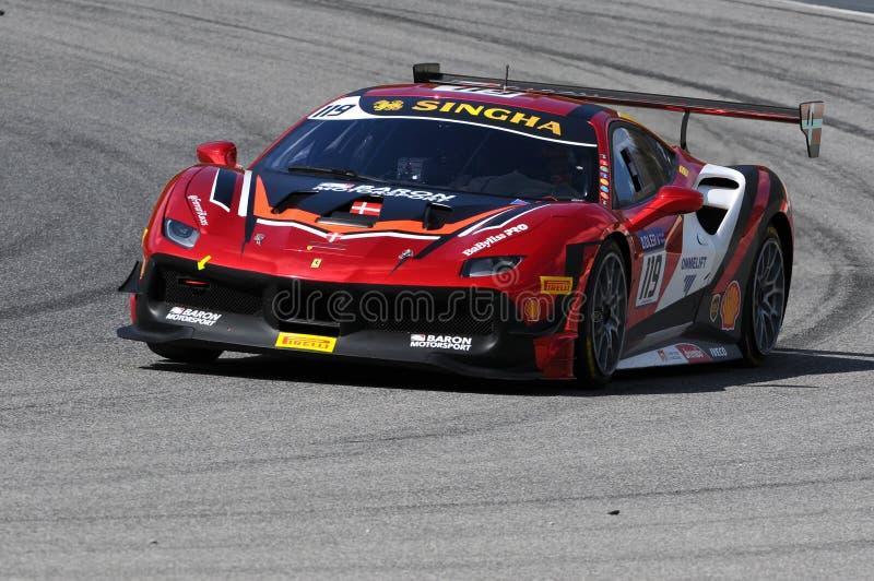 MUGELLO, ITALIE - 23 mars 2018 : Par défi de Ferrari 488 d'entraînement de Nielsen pendant la session pratique de #1 rond de défi photos libres de droits