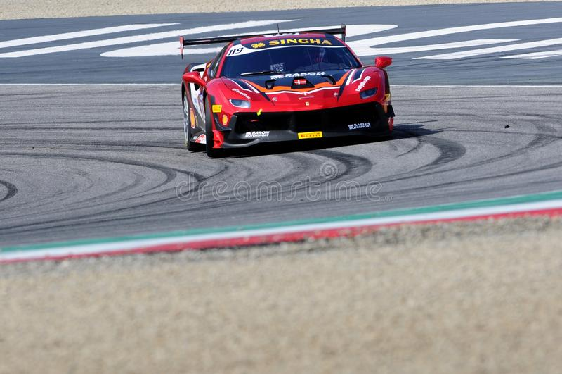 MUGELLO, ITALIE - 23 mars 2018 : Par défi de Ferrari 488 d'entraînement de Nielsen pendant la session pratique de #1 rond de défi image libre de droits