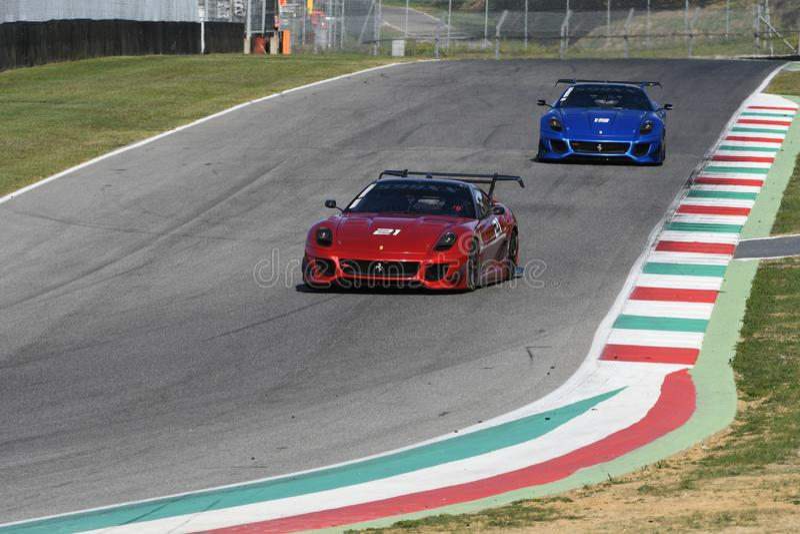 MUGELLO, ITALIE - OCTOBRE 2017 : L'inconnu conduit Ferrari 599XX pendant XX les programmes de Finali Mondiali Ferrari au circuit  photo stock