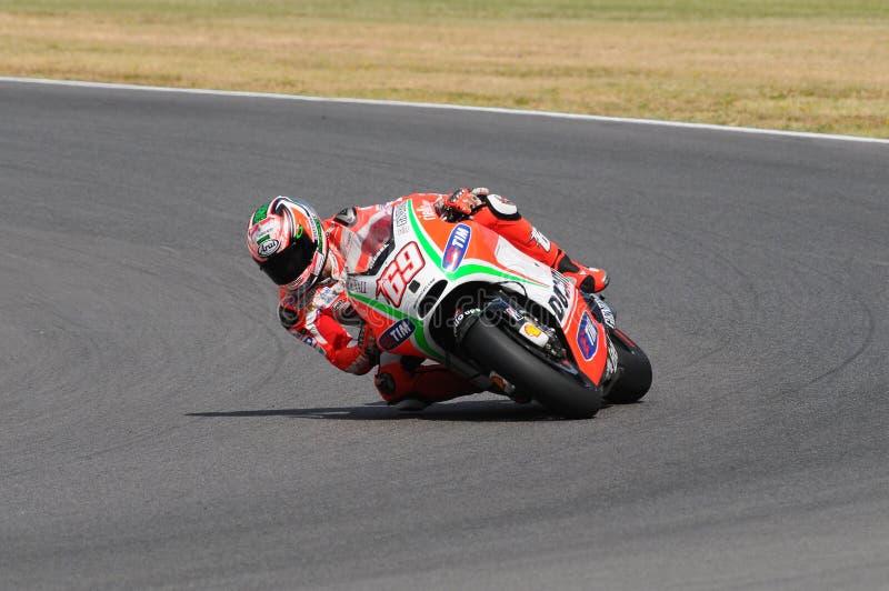 MUGELLO - ITALIEN, AM 13. JULI: Reiter Nicky Hayden US Ducati bei TIM 2012 MotoGP von Italien bei Mugello umkreisen am 13. Juli 2 lizenzfreie stockfotos