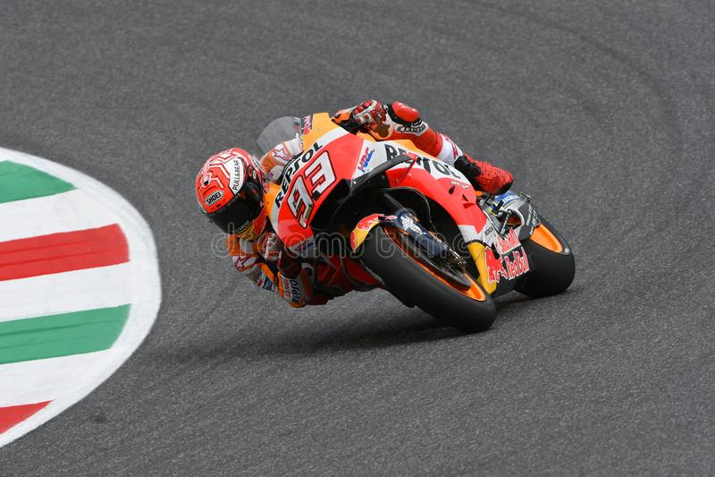 MUGELLO - ITALIEN, JUNI: Spansk Honda Repsol lagryttare Marc Marquez under kvalificeringperiod på GP 2018 av Italien av MotoGP arkivbild
