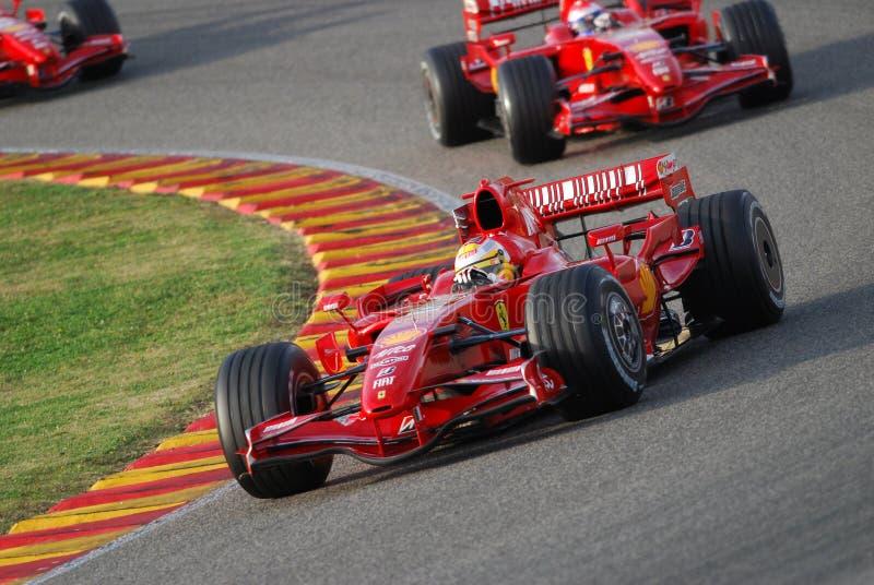 MUGELLO, IT, November, 2007: Officiële die Bestuurders Felipe Massa, Kimi Raikkonen, Luca Badoer en Marc Genè met Modern Ferrari stock foto's