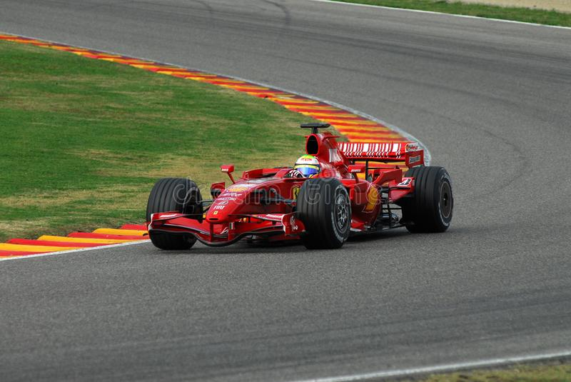 MUGELLO, IT, November, 2007: Officiële die Bestuurders Felipe Massa, Kimi Raikkonen, Luca Badoer en Marc Genè met Modern Ferrari royalty-vrije stock fotografie