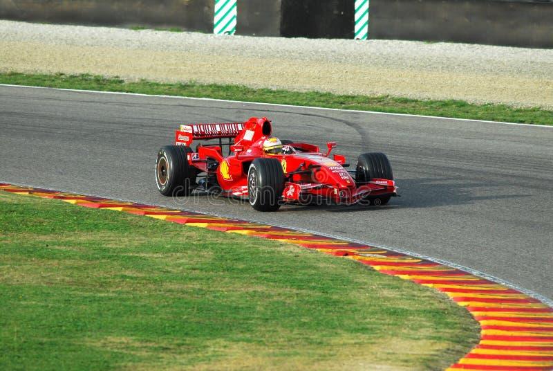 MUGELLO, IT, November, 2007: Officiële die Bestuurders Felipe Massa, Kimi Raikkonen, Luca Badoer en Marc Genè met Modern Ferrari stock afbeeldingen