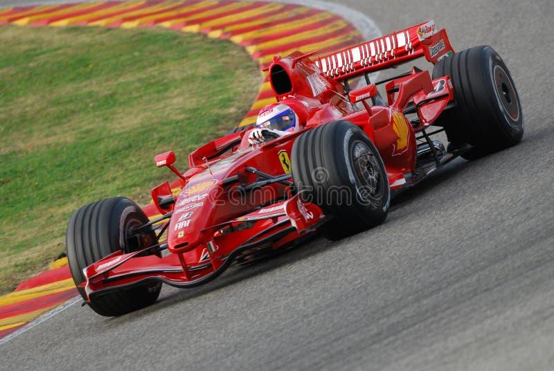 MUGELLO, a TI, em novembro de 2007: Os motoristas oficiais Felipe Massa, Kimi Raikkonen, Luca Badoer e Marc Genè correm com Ferr imagens de stock royalty free