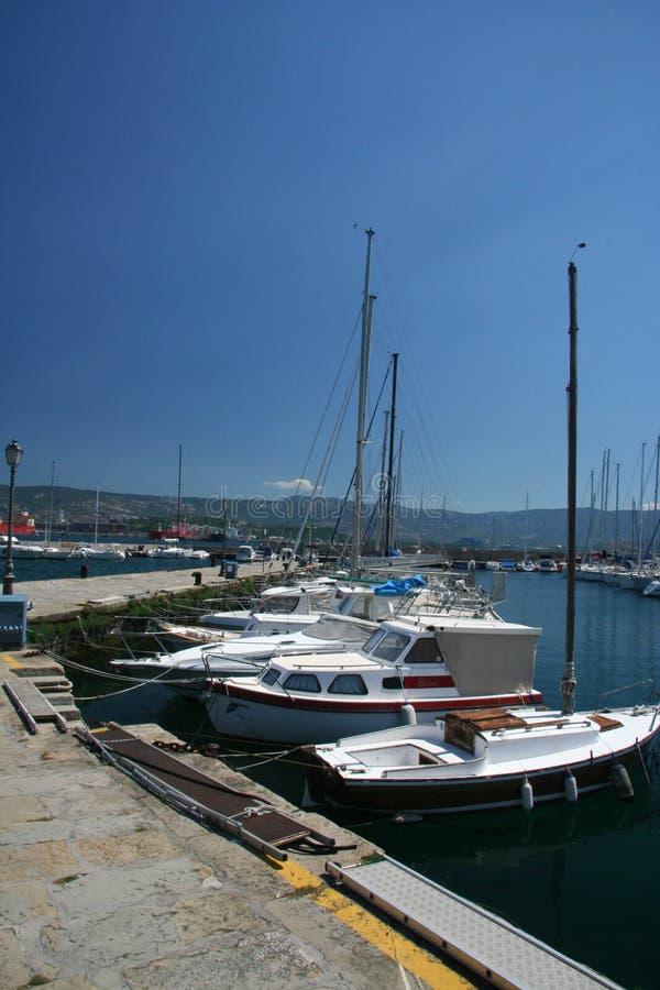 Muggia-port_ Schiffe stockfotos