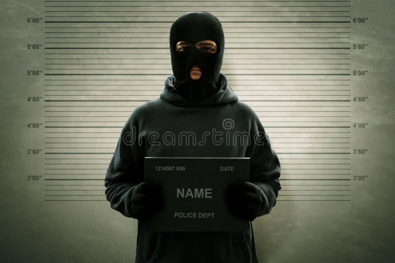 Mugshot del ladrón enmascarado criminal imágenes de archivo libres de regalías