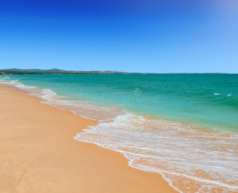 Mui Ne strand på solig dag för sommar, Vietnam royaltyfri foto