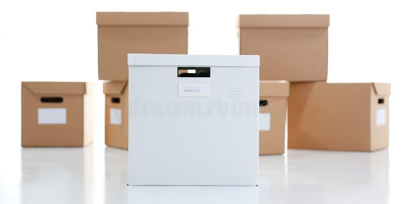 Muita caixa da caixa da cor de kraft foto de stock royalty free