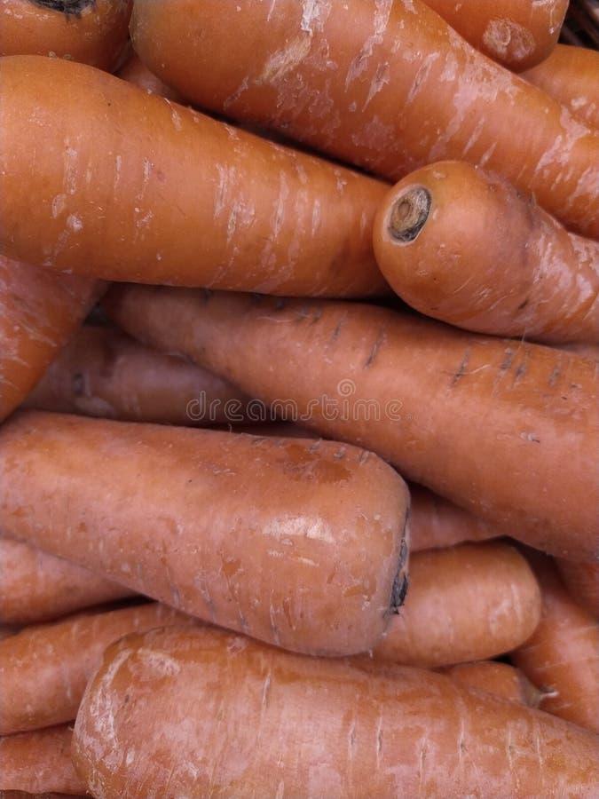 Muita cenoura alaranjada no mercado fotografia de stock royalty free