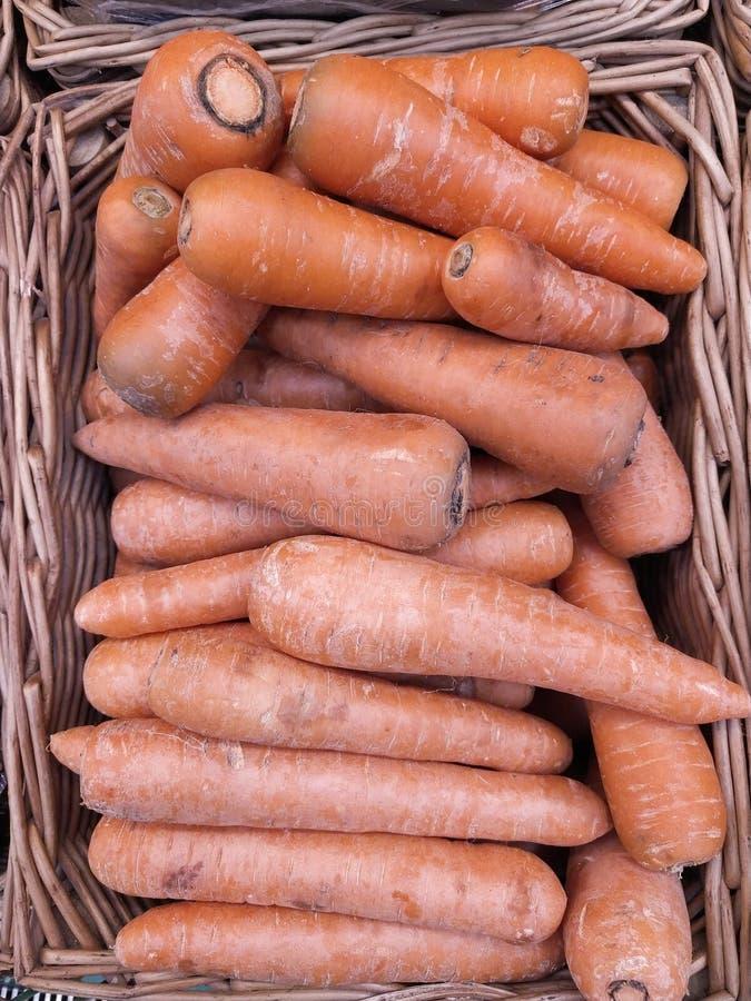 Muita cenoura alaranjada no mercado imagem de stock