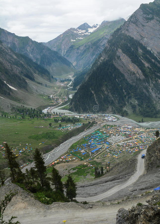 Muitas barracas na vila em Kargil, Índia do norte fotografia de stock royalty free