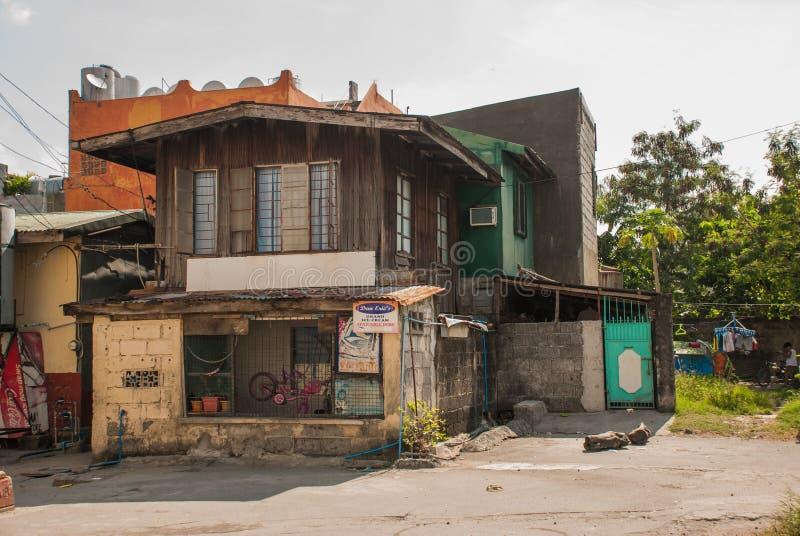Muitas barracas situadas na região do precário em Manila, Filipinas foto de stock royalty free