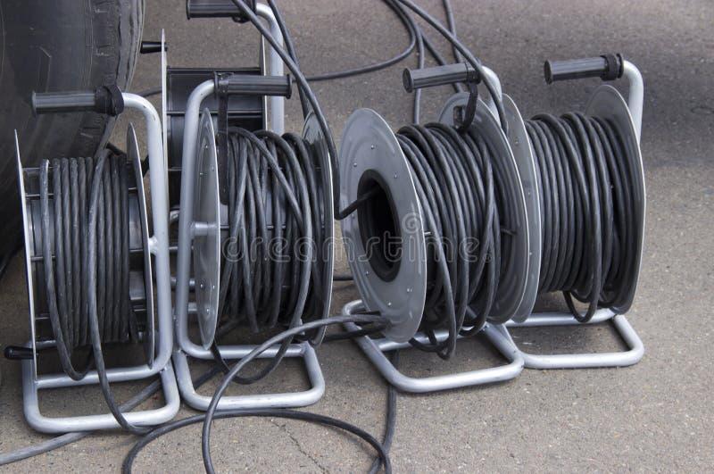 Muitas bobinas com fios elétricos foto de stock