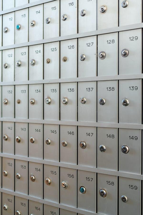 Muitas caixas para armazenar coisas valiosas pessoais imagem de stock