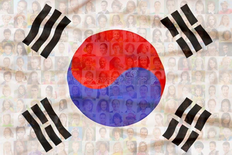 Muitas caras diversas na bandeira nacional de Coreia do Sul ilustração stock