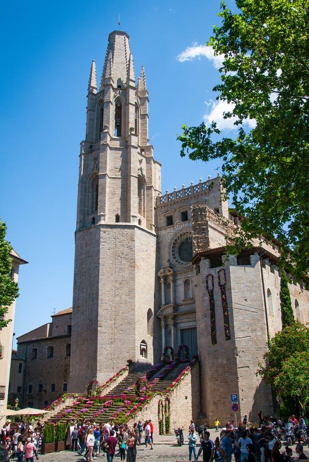 Muitas cores de Girona em um dia ensolarado bonito fotografia de stock royalty free