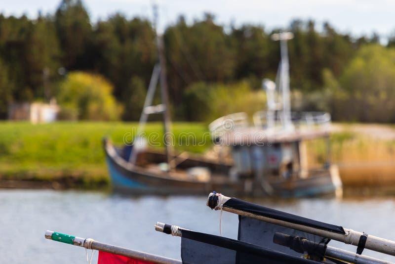 Muitas embarca??es o porto ap?s a pesca para peixes fotos de stock royalty free
