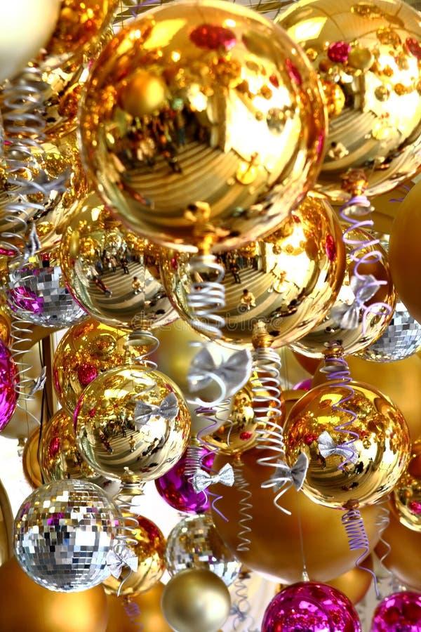 Muitas esferas do Natal na cor diferente fotografia de stock