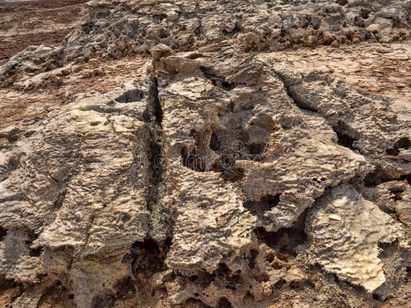 Muitas formações de rocha altas aumentam na depressão de Danakil eti?pia imagens de stock